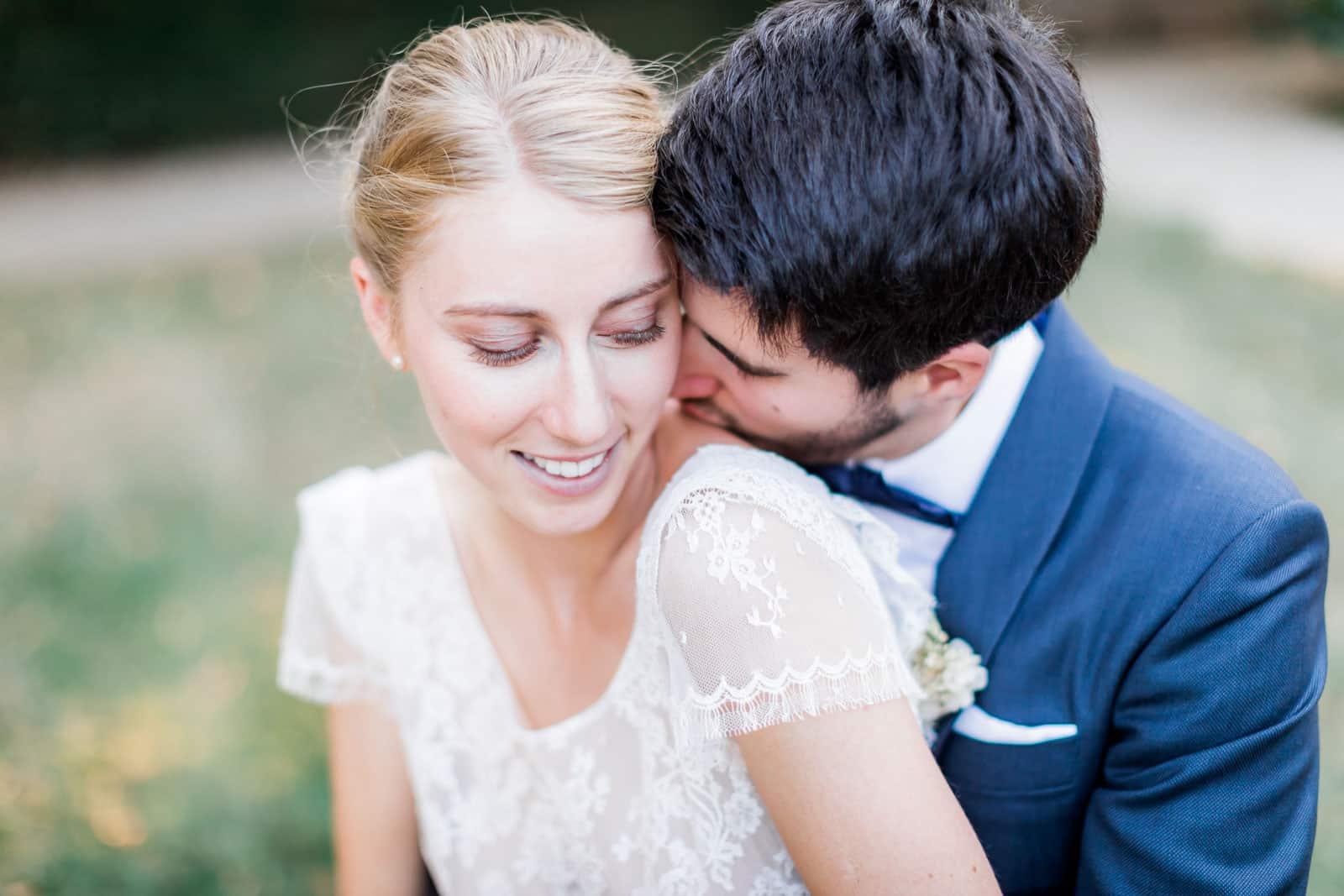 Photographie de Mathieu Dété présentant des conseils pour shootings couple, la femme est dos à lui