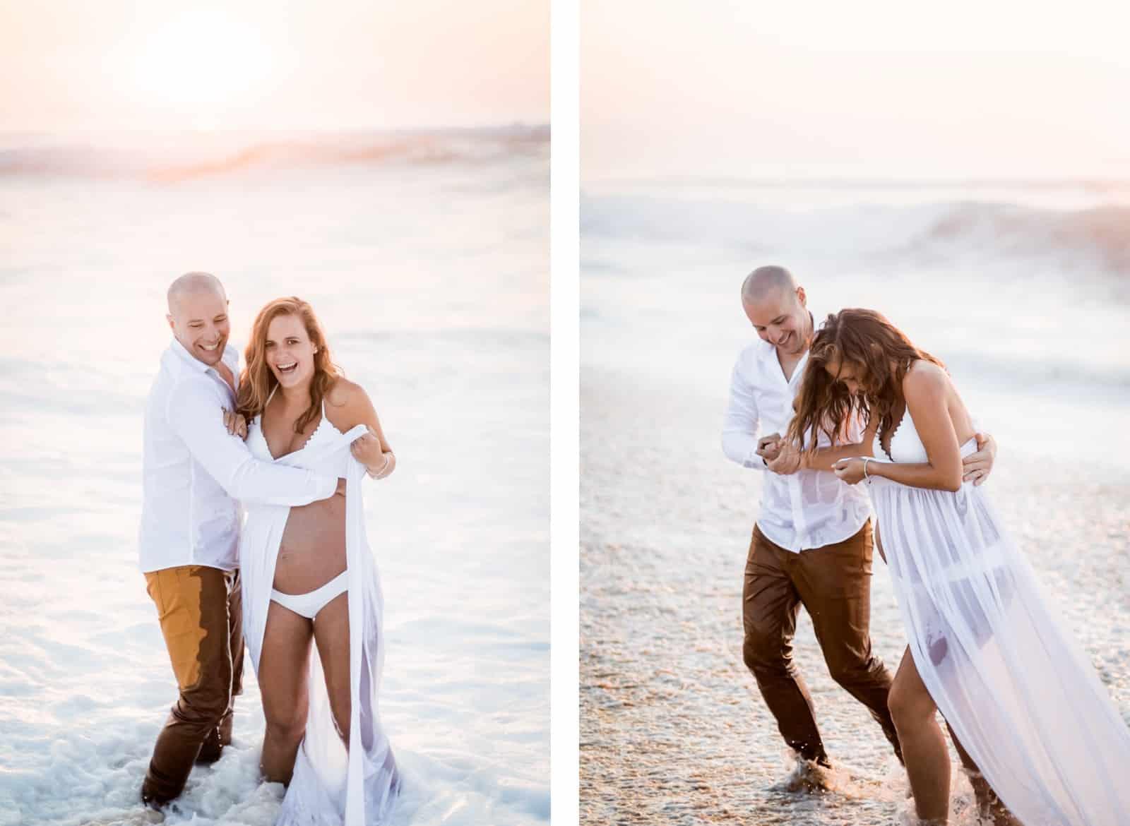 Photographie de Mathieu Dété, photographe de mariage et famille à Saint-Gilles de la Réunion 974, présentant des futurs parents amoureux allant se baigner dans l'Océan Atlantique dans les Landes