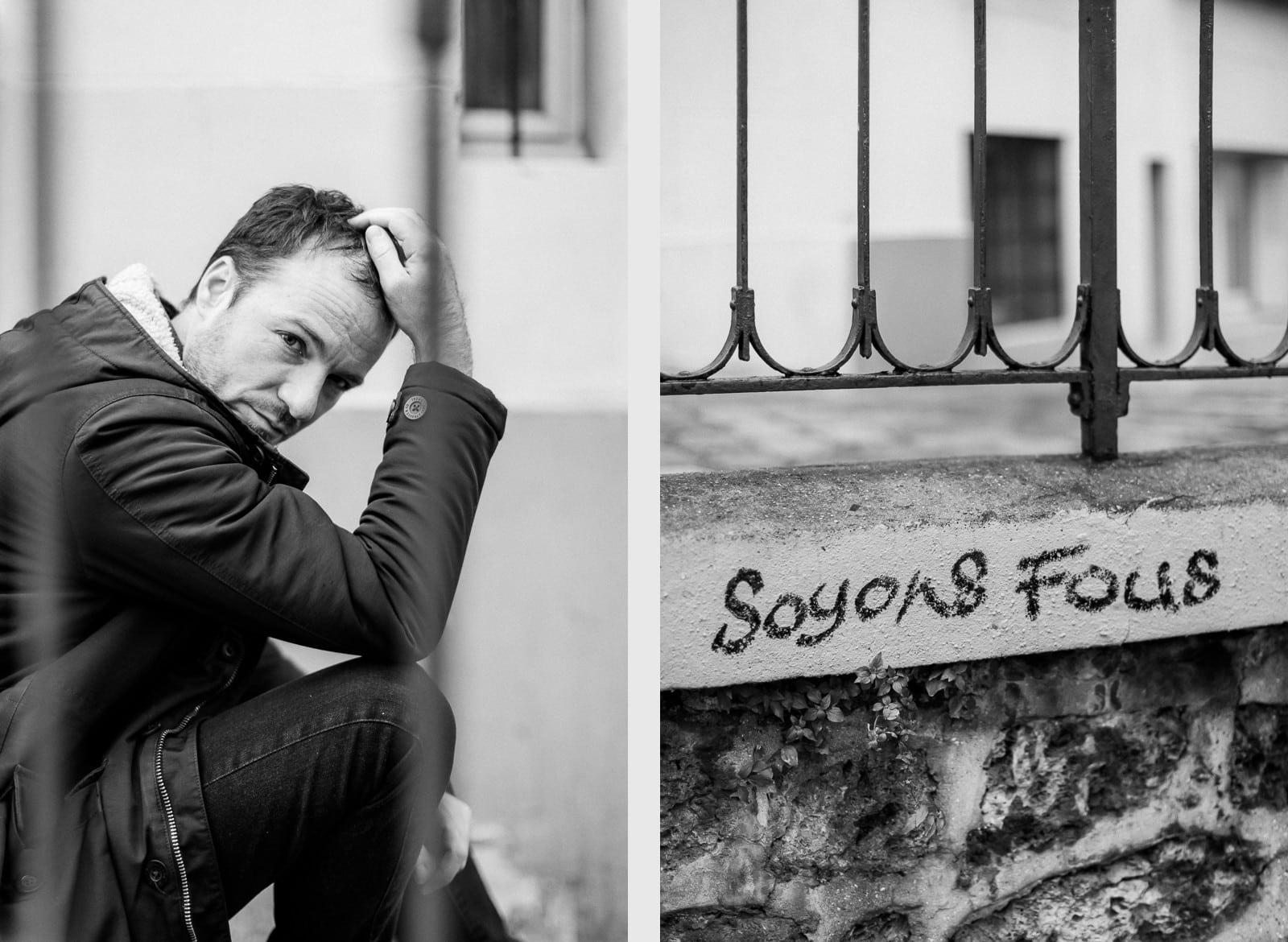 Photographie de Mathieu Dété, photographe de mariage et portrait sur l'île de la Réunion (974), présentant un portrait du chanteur Benoît Dorémus assis sur un escalier