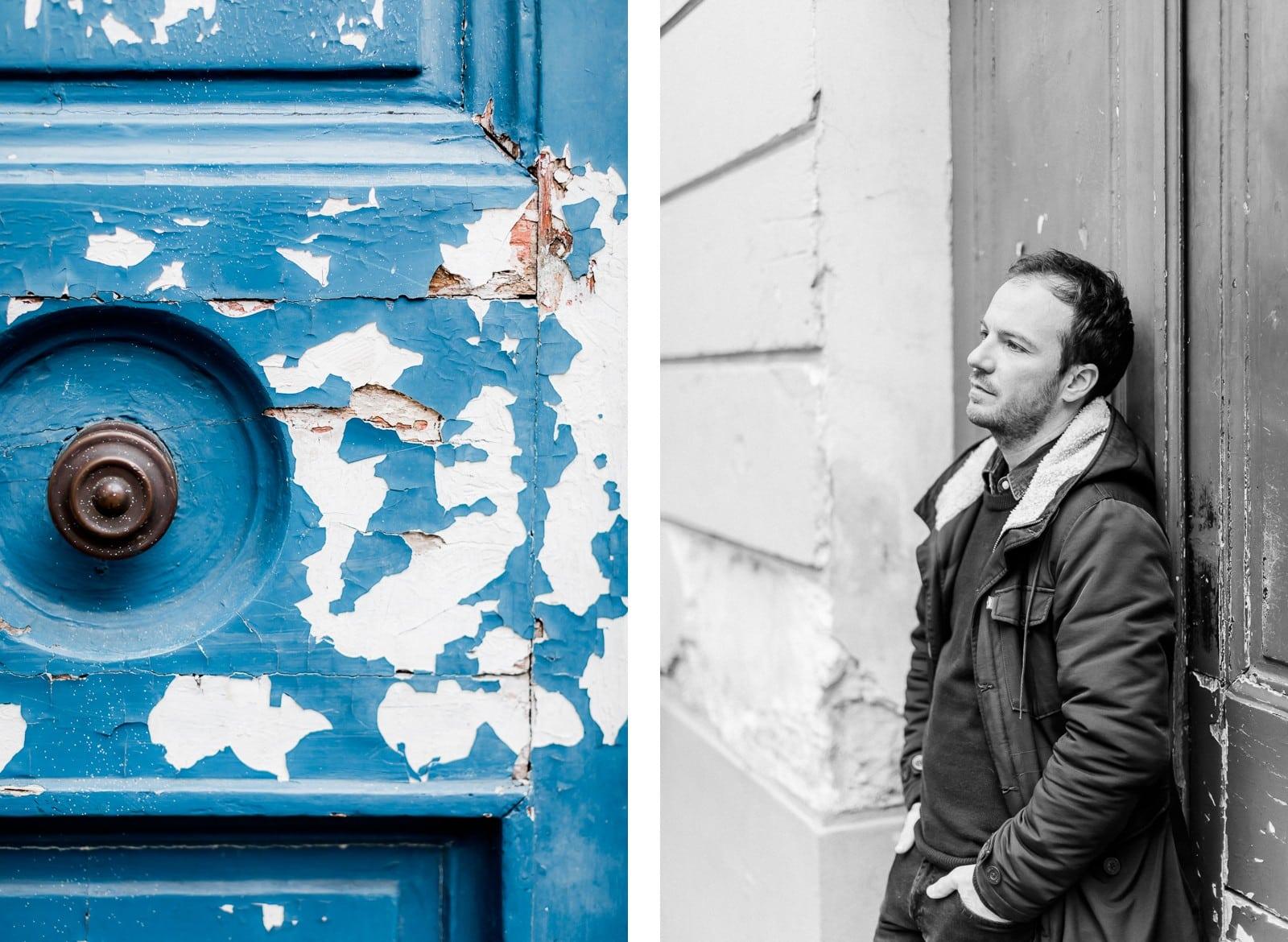 Photographie de Mathieu Dété, photographe de mariage et portrait sur l'île de la Réunion (974), présentant un portrait du chanteur Benoît Dorémus contre une porte bleue