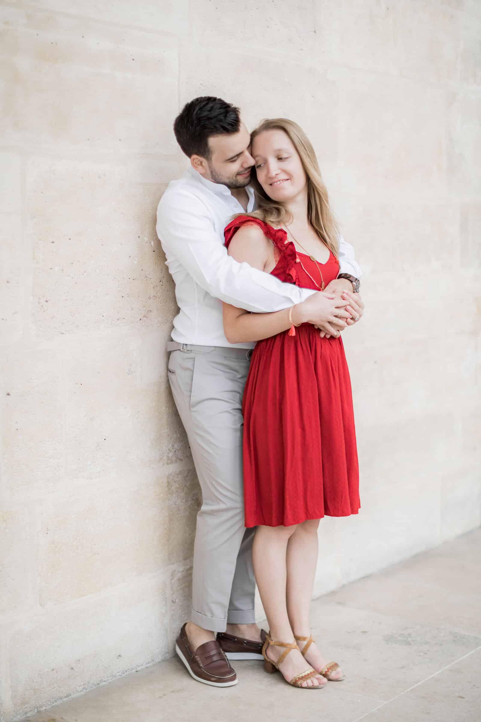 Photo de Mathieu Dété, couple amoureux dans les jardins du Palais-Royal à Paris