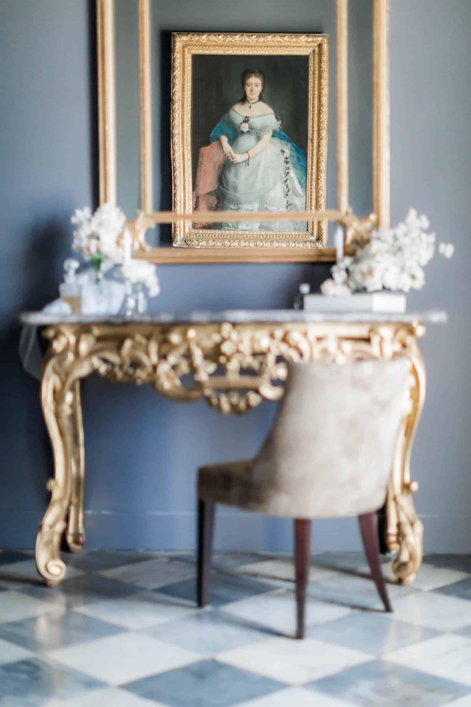 Photographie de Mathieu Dété présentant les détails de l'intérieur luxe de la Villa Brignac
