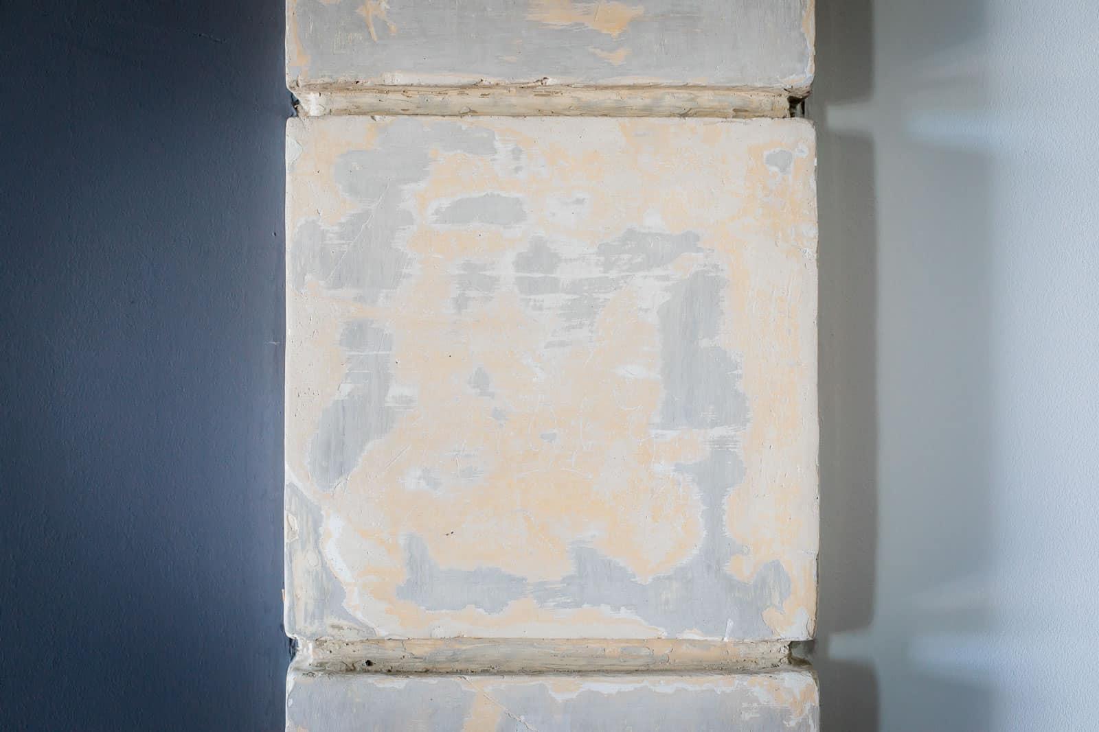 Photographie de Mathieu Dété présentant le détail d'un mur intérieur de la Villa Brignac