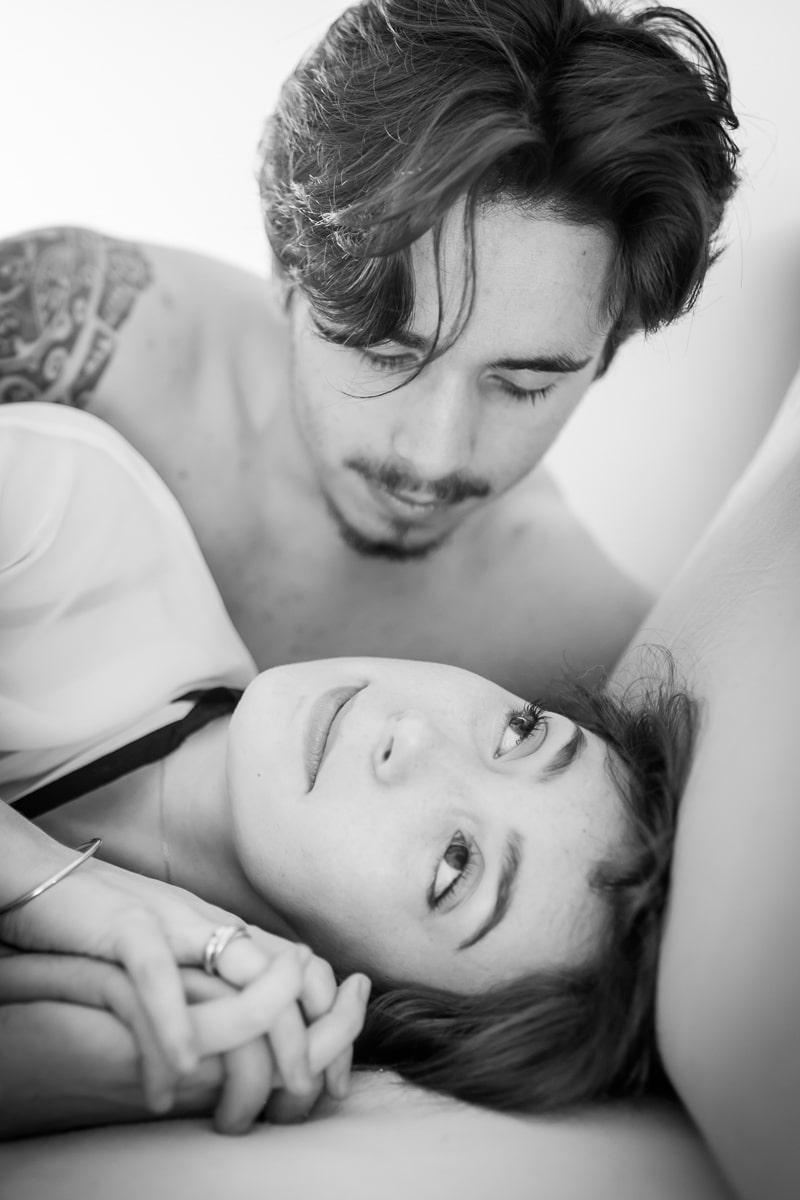 Couple au lit - Séance couple intimité Mathieu Dété