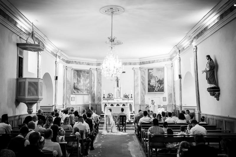 Les mariés dans l'église
