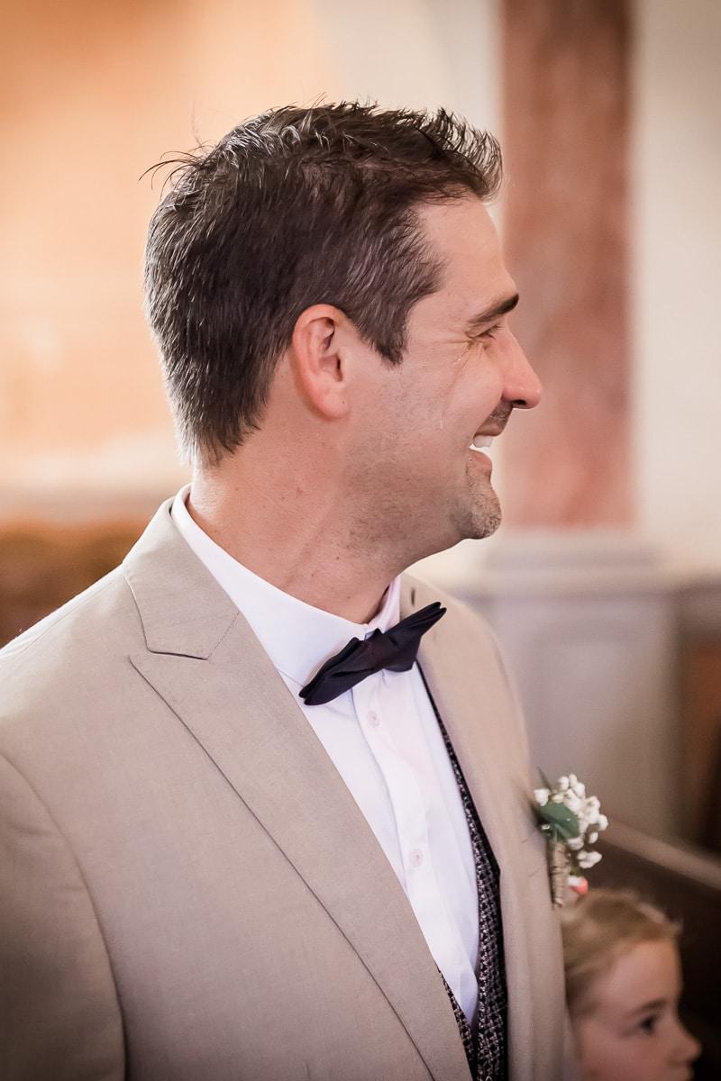 Le marié dans l'église