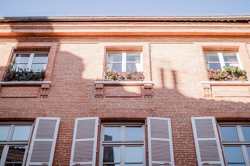 Façade colorée - Photographe mariage portrait lifestyle Toulouse